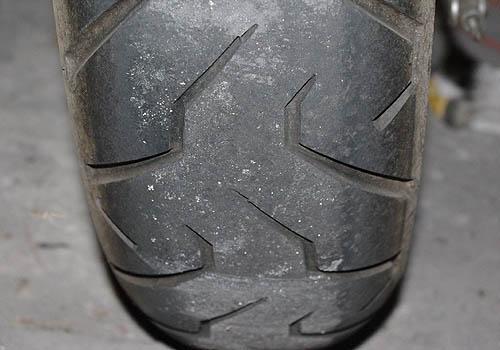 Opotřebení a poškození moto pneumatik » Oponeo